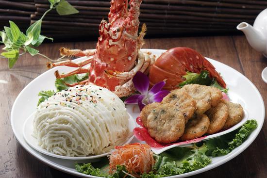 基隆館-沙拉龍蝦拼花枝蝦餅