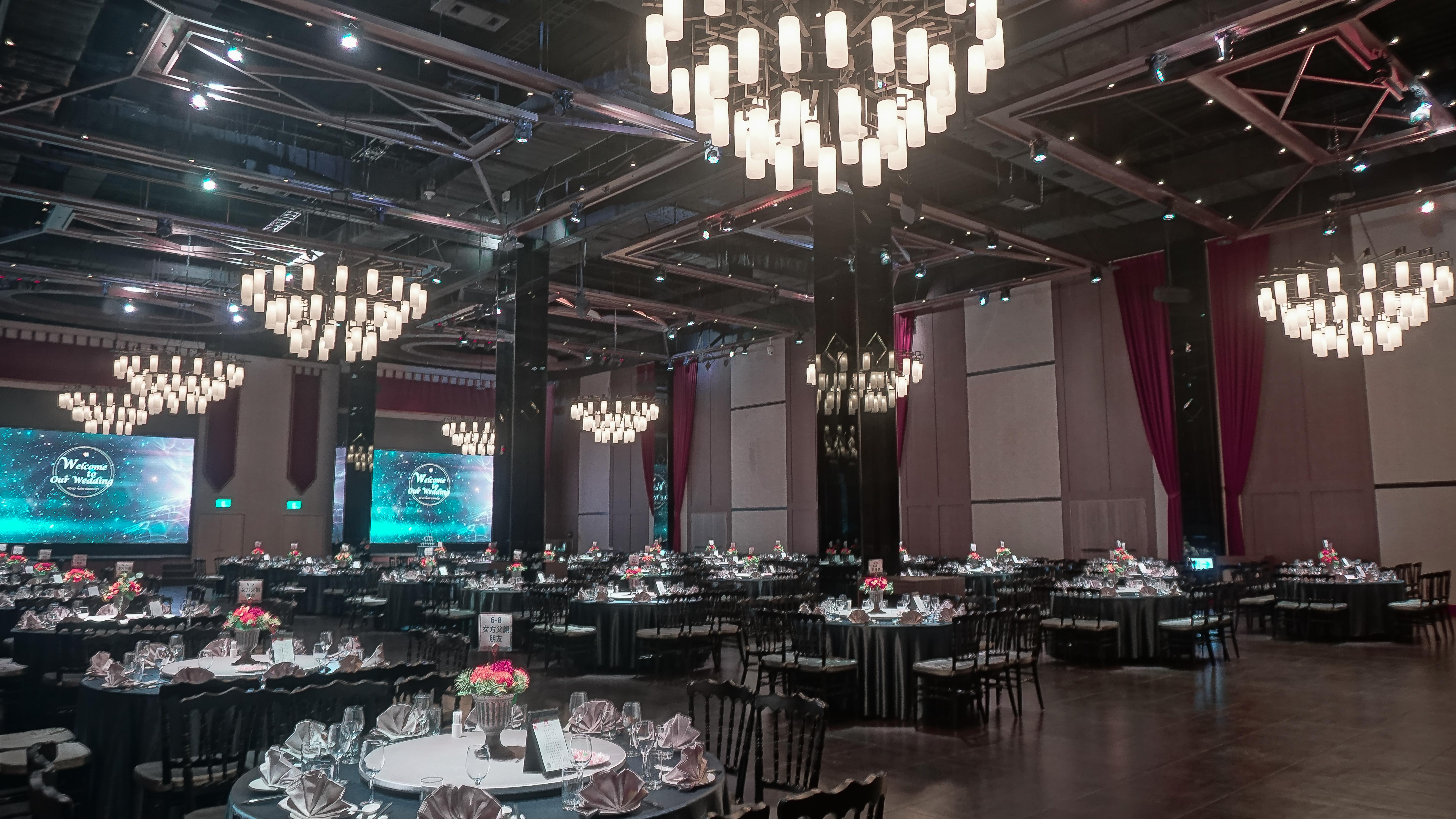 Ballroom DE_12